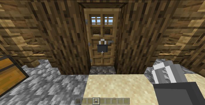 Дверь с замком в игровом мире